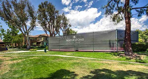 Waterstone Alta Loma Apartments Community lounge and barbecue area