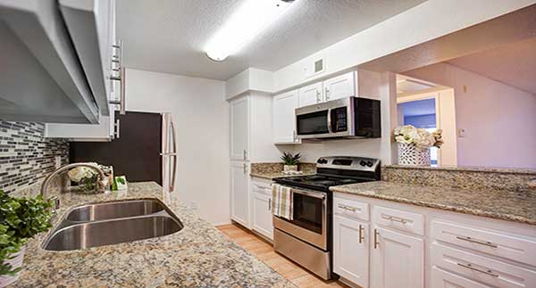 Waterstone Alta Loma Apartment kitchen interior