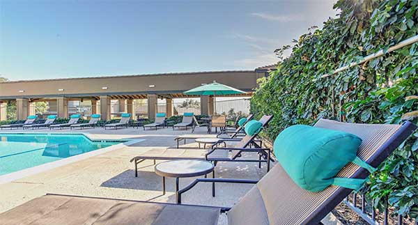 Waterstone Alta Loma Apartments community pool lounge area